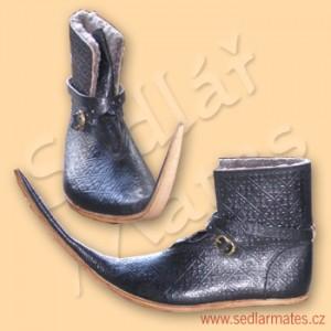 Gotické zateplené boty s prodlouženou špičkou (model č. 1066)