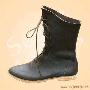 Gotické polovysoké boty (model č. 1039)