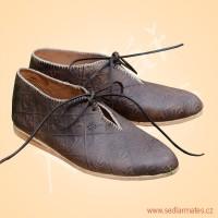 Gotické zdobené nízké boty (model č. 9070)