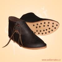 Kotníkové boty s ocvokovanou podrážkou (model č. 1131)