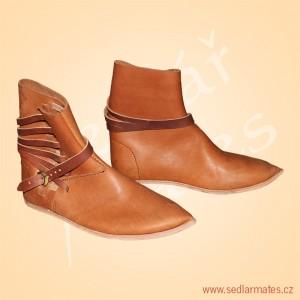 Gotické cvikané boty (model č. 1137)