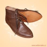 Nízké gotické boty (model č. 9004)