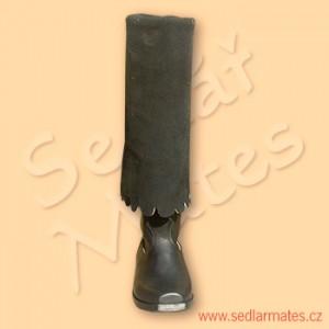 Mušketýrky s ozdobně vykrojenou manžetou (model č. 3032)