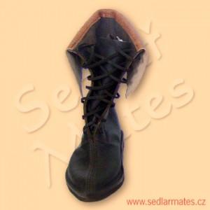 Gotické polovysoké boty s výraznou manžetou (model č. 1079)