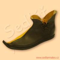Gotické boty sešité ze dvou různobarevných kůží (model č. 1084)